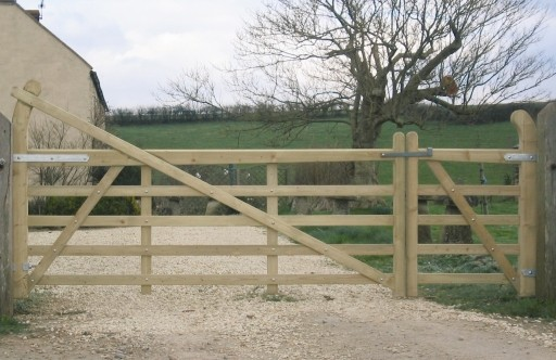 3380_kestrel_windows_estate_timber_gate_-_pair.jpg